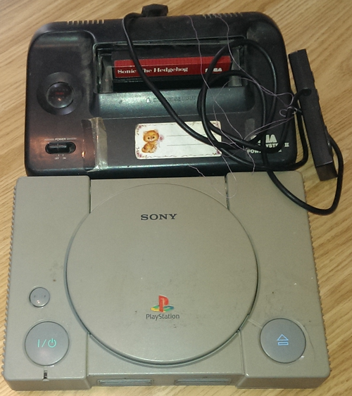 Nefunkčné Sega Master System a Playstation